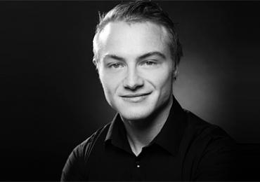 Erfahrener Lehrer Johnny unterrichtet Deutsch in Leipzig