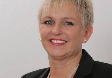 Langerfahrene Englisch-Lehrerin Ingeborg gibt Kurse in Zum Waldweiher